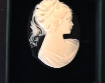 Magnetic Brooch, Ivory Victorian Lady on Black Oval