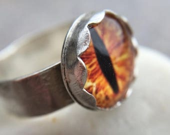 35% OFF - Glass Cat/Dragon Eye Sterling Silver Wide Ring - US Size 6.5