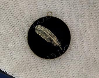 feather round antique brass locket 32mm (LD220)
