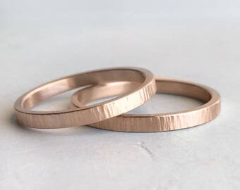 Hammer Texture Rose Gold Wedding Band Set | 2mm and 2mm x 1.3mm gold rings | Tree Bark rustic wedding bands 14k 18k rose gold rings