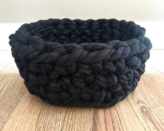 Pet Bed - Chunky Knit Cat Bed, Crochet cat bed or small dog bed - Black color