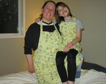 mommy and me_womens aprons_buzzing bouquets
