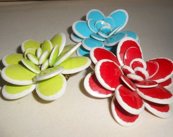 Vintage Plastic Flowers Pin/Broochs