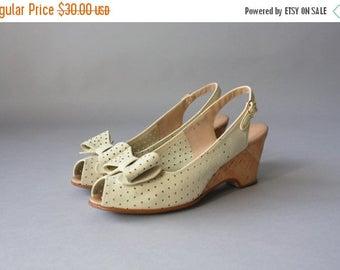 STOREWIDE SALE Vintage Peep Toe Bow Heels / 1970s Jack Rogers Cork Wedge Sandals / Bone Leather Bow Shoes 8 N