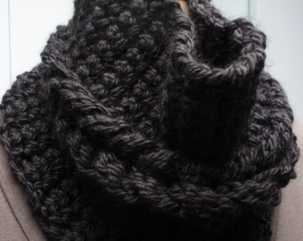 Cable Cowl Bulky Crochet in Black