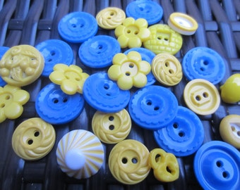 Vintage Buttons - Cottage chic mix of blue and yellow lot of 29 old and sweet(jan 6-17)