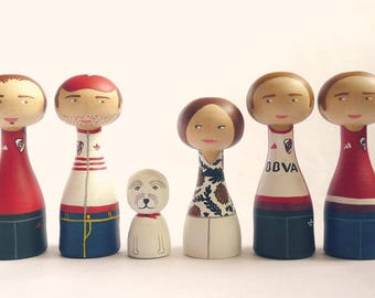 FREE SHIPPING  Custom peg family portrait - Five adults one child Wooden art doll hand painted parents son daughter friends