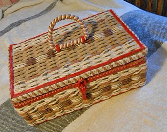 Dritz RAFFIA SEWING BASKET Thread Needles Trims Ribbons Buttons Pincushion, Tray Perfect Starter Gift, Chock Full 1960s Craft Supply Keeper