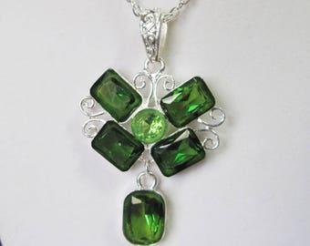 UNIQUE EMERALD GREEN Crystal in Bright Silver Pendant Necklace