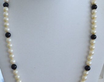 On sale Pretty Vintage 8mm Faux Pearl, Black Glass Beaded Necklace, 24""
