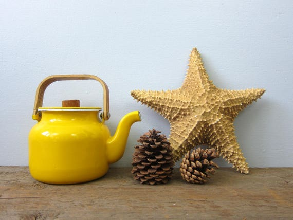 YELLOW Enamel Teapot with Handle Vintage 1970s Bright Metal Retro Kitchen Home Decor Modern Ranch Home Serving Coffee Tea GS