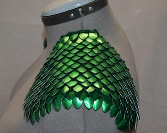 Armor Epaulets in Dragonhide Knitted Scalemail Green