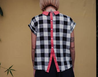 Collar printed Blouse with black and white squares, coral pink collar, buttons on the back. Size Small/medium and Medium/Large