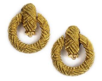 1980s Textured Polished Gold Tone Metal Door Knocker Hoop Clip On Vintage Earrings