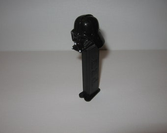 8 GB FLASH DRIVE / Darth Candy Dispenser
