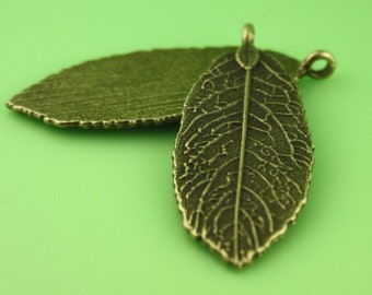 free shipping in UK -  Pack of 10 – Antique Bronze Pendant Leaf