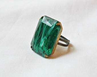 Emerald Green Cocktail Ring. Chunky Statement Estate Style Vintage Glass. Jewel Glam It Up Hollywood Jewellery Jewelry Handmade Swirl White