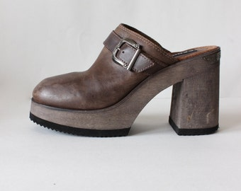 Vintage 1990s Candie's Brown Leather & Wood Chunky Heel Mules, size 9