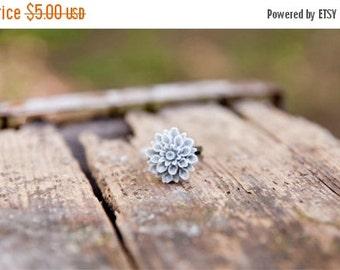 CHRISTMAS SALE Grey Flower Chrysanthemum Ring // Bridesmaid Gifts // Bridesmaid Rings // Vintage Wedding // Rustic Wedding