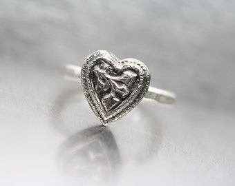 Vintage Inspired Ornate Heart Ring Silver Valentine's Day Gift Primitive Rustic Leaf Milgrain Oxidized Hammered Band Romantic - Herzblatt
