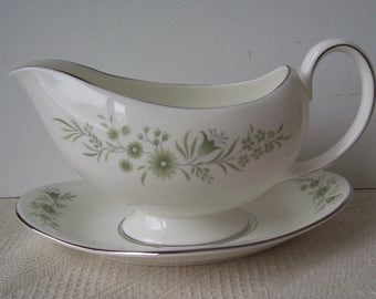 Wedgwood Westbury Bone China Gravy Boat and Underplate, Made in England, Green Flowers, Platinum Trim on the Edge, Wedding Gift,