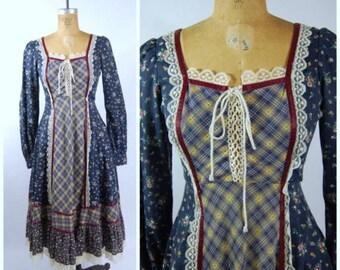 ON SALE 1970s Homespun Hippie Dress - Boho Midi Dress - Peasant Dress - Floral Print 70s Dress Vintage size 7