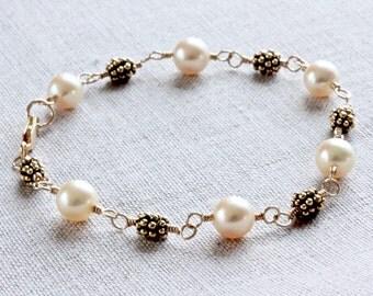 Gold Pearl Bracelet, Freshwater Pearl Bracelet, Gold Link Bracelet, Gold Pearl Bracelet, Wire Wrapped Jewelry, Gold Filled Jewelry for Women