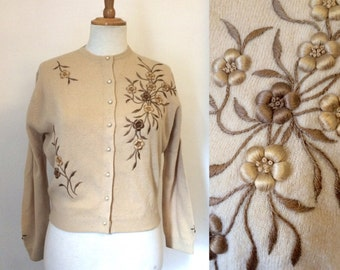 Vintage 1950s caramel wool cardigan with floral embroidery / cropped crew-neck cardi by Chen Sisters - medium
