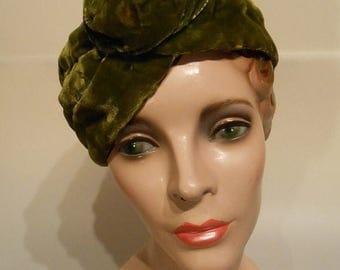 60% OFF SALE Triangle at Rhodes  - Mid 1930s Olive Green Silk Velvet Turban w/Honey Bun Notch