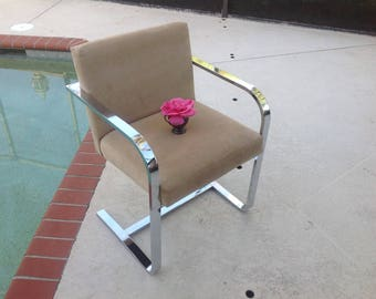MILO BAUGHMAN STYLE Chrome Cantilever Arm Chair / Label Design Institute of America / Chrome Cantilever Van Der Rohe style Retro Daisy Girl
