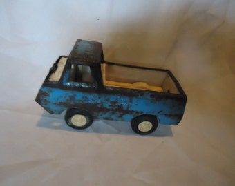 Vintage Tonka Blue Metal and Plastic Truck, collectable