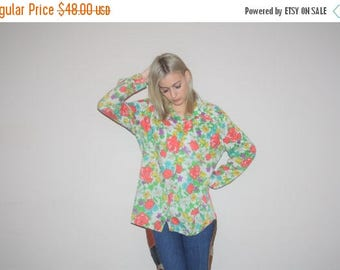 On SALE 40% Off - 1970s Vintage Novelty Graphic Rainbow Roses Cotton Button Up Blouse  - Vintage 70s Tops - 70s Graphic Tops - W00344