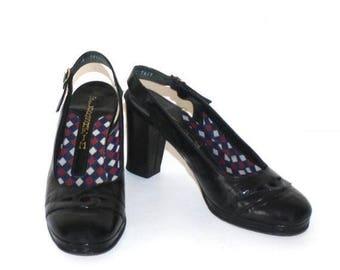 50% OFF SALE 1970s Black Patent Leather PLATFORM Pumps . Vintage 70s Florsheim Dress Shoes with Black Heels . Size 7 1/2