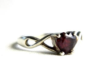 Vintage Sterling Silver Garnet Heart Band - Solitaire Ring - Red Gemstone - Size 5.75 - ESTATE