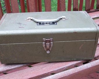 Vintage Heavy Duty Park Metal Storage Tool Tackle Box Green