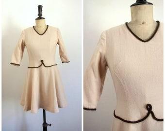 Vintage Années 60 Robe Courte Beige Madame B. Paris / Taille S