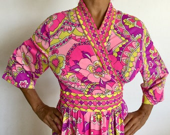 Cool Vintage 60s Evelyn Pearson Colorful Floral Maxi Wrap Robe/Dress