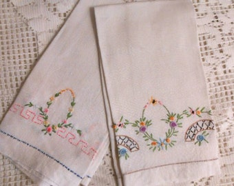 2 Bungalow LINEN GUEST TOWELS Flower Garland Embroidery, Bullion Stitches French Knots, Arts & Crafts Powder Room Pretty, 1930s Handmade