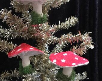 Ornament mushroom cotton spun with vintage clips set of three