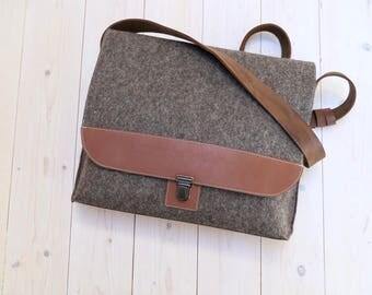 """SALE - FELT MESSENGER 13"""" bag soak - just one!  laptop bag A4 briefcase macbook bag - sandbrown wool  leather details vintage style man bag"""