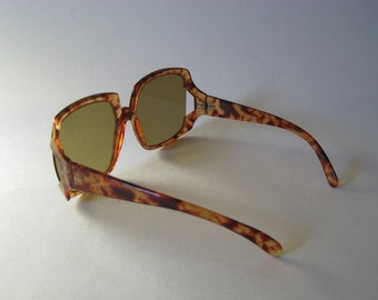 Oversized solid 70s vintage tortoiseshell glam sunglasses brown plastic frames Japan