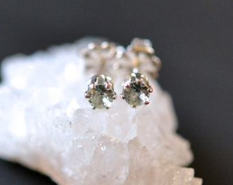 3mm mint spinel stud earrings