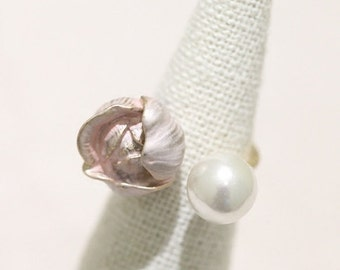 lovely flower and faux pearl gold plated ring enamel