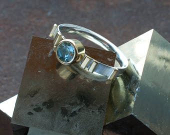 18k Gold Bar and Aquamarine Ring