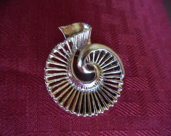 Vintage 1950s to 1960s Gerry's Gold Tone Pin Shell Like Retro Brooch Plain Simple Funky
