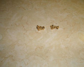 vintage clip on earrings goldtone ribbon bow