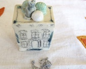 Gifts for cat lovers. Stocking Stuffer. Ceramic Box. Ceramic House. Cat. Tiny box. Handmade Pottery. Mini Jewelry Box.