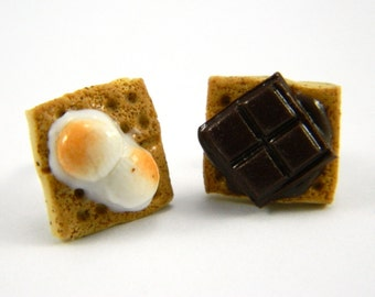 S'mores Post Earrings , S'mores Earrings , Food Charm , Clay Food Earrings , Smores Jewelry , Smores Charm , Miniature Smores , Smores Studs