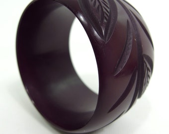 Beautiful Carved  Chunky Plastic Deco Style Bangle