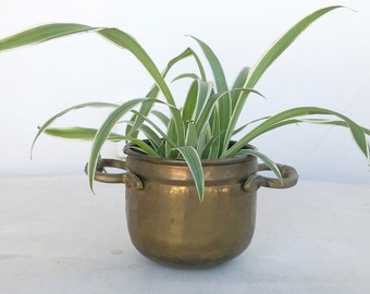 Vintage Brass Planter Pot with Handles, Decorative Brass Items, Small Succulent Pot, Rustic Bowl, Jungalow Style Decor, Indoor Garden Supply